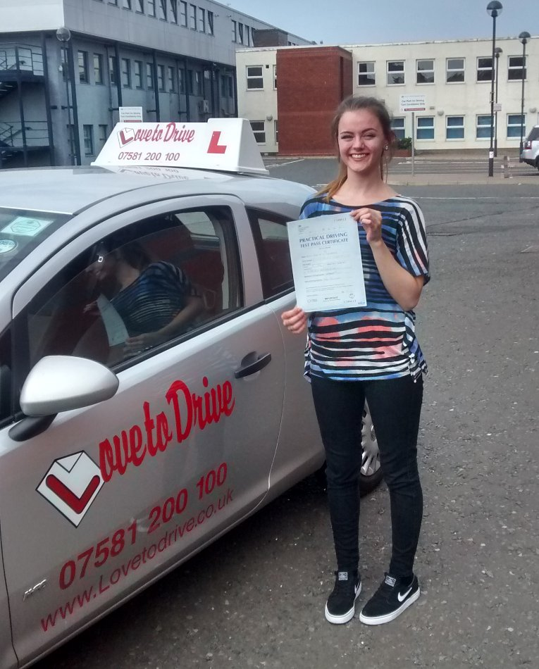 Zoe from Bonnyrigg passed her driving test after a semi intensive course